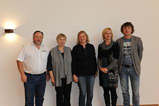 Gruppenfoto mit Dr. Werner Schwarz, Präsidentin ÖRL Gertraut Schaffer, Nicola Lins, Vizepräsidentin ÖRL, Dipl. Physiotherapeutin Corinna Hübner, OA Dr. Wolfgang Halder