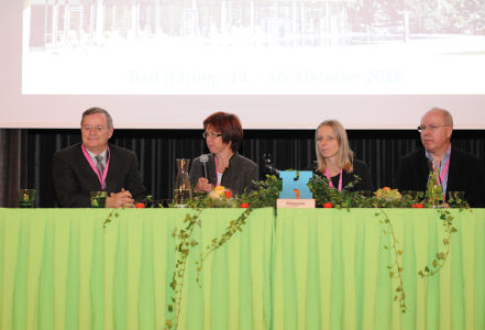 Podiumsdiskussion mit Univ.-Doz. Dr. Johann Gruber, Dr. Madeline Melichart-Kotic, Dr. Malgorzata Brunner-Palka und Univ.-Doz. Dr. Erich Mur (li-re)